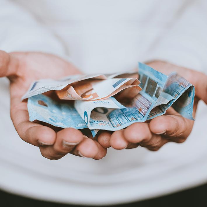 Dm-Harmonics-mehr geld verdienen-Geld liegt in zwei Händen
