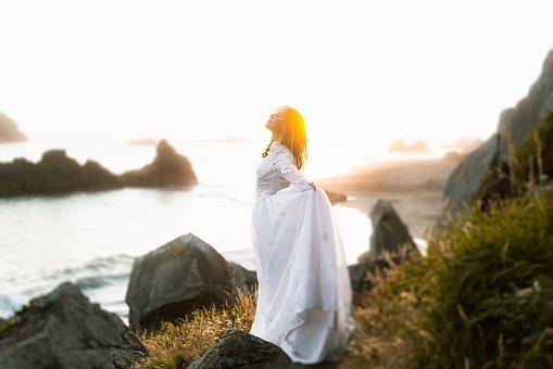 """Binaurale Beats für mehr Selbstvertrauen und Spiritualität: mit der DMH® – Methode """"Deine Essenz des Glücks"""" für ein erfolgreiches, glückliches Leben"""