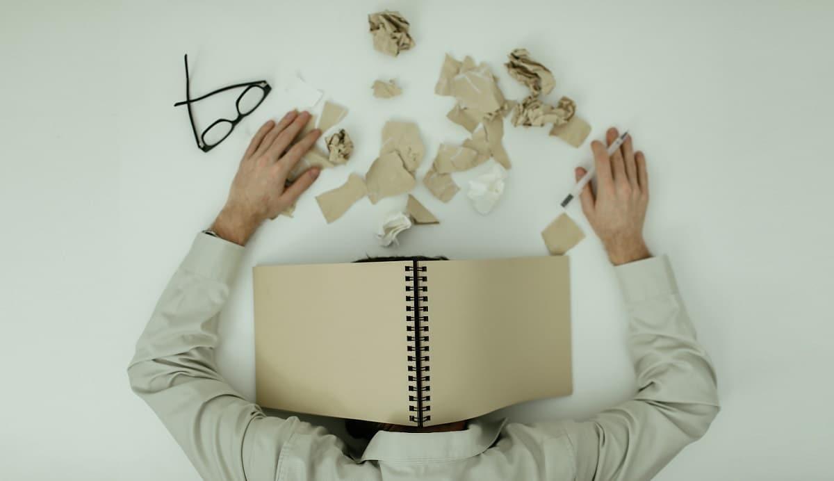 stress-abbauen-in-wenigen-sekunden-dm-harmonics-mann-gestresst