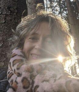 Bettina Stark im Herbstwald